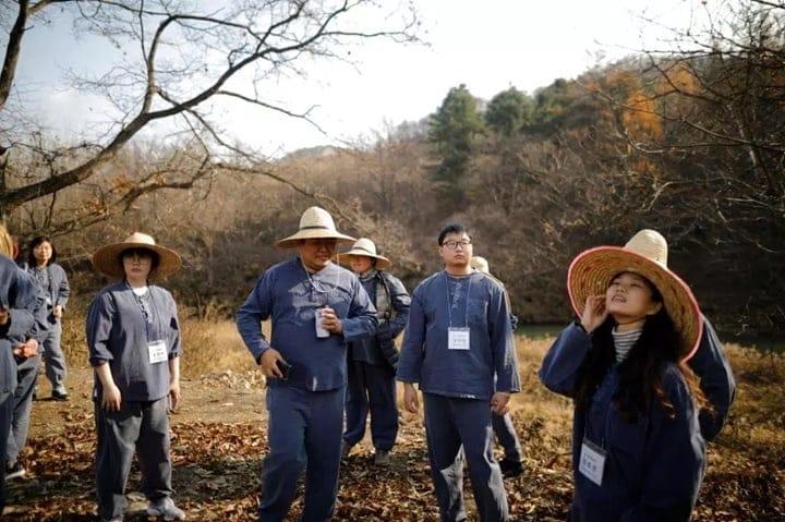 """Cách thư giãn """"kỳ lạ"""" mới của người Hàn: Thư giãn trong nhà tù?"""