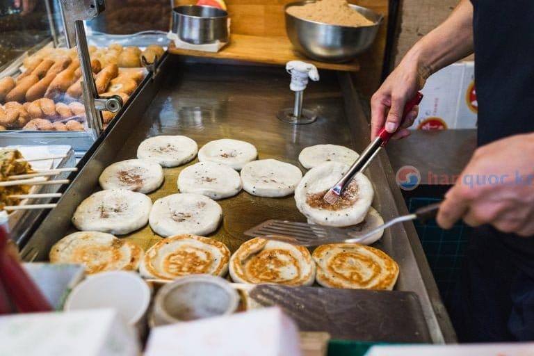 """5 món ăn đường phố """"gây nghiện"""" nhất Hàn Quốc"""